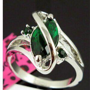Betsey Johnson Ring Simulated Emerald Zircon Sz 9